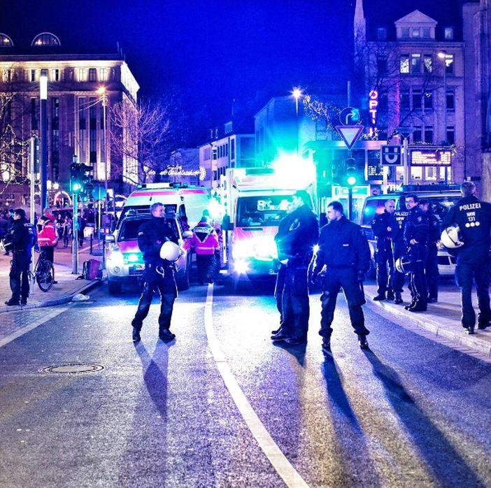 Polizeiensatz an der Heinrich-Heine-Allee am 10.12.16