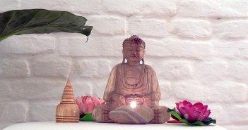 Stillemeditation - der Buddha ist immer dabei (Foto: Buddha e.V.)
