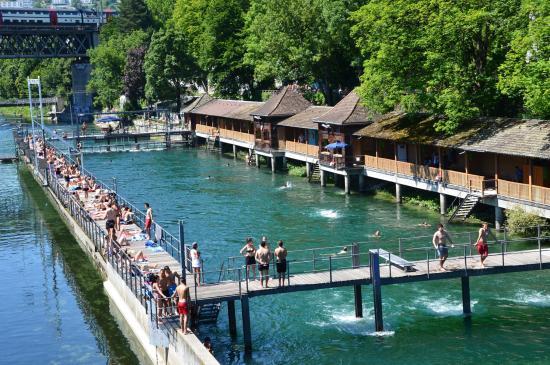 Fit in Zürich in der Badi Unterer Letten