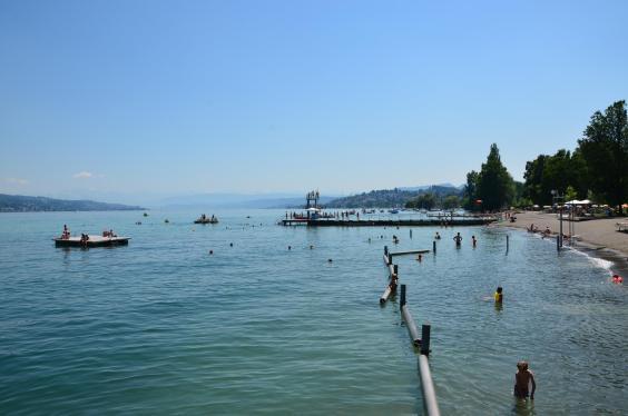 Fit in Zürich im Strandbad Mythenquai