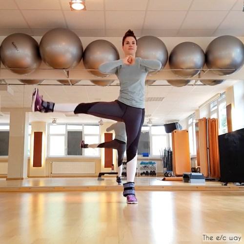 Beinheben mit Gewichtsmanschetten für schöne Beine
