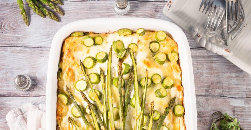 Vegane Spargel-Lasagne mit Blattspinat