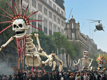 spectre-mexico-city-parade-cr-courtesy