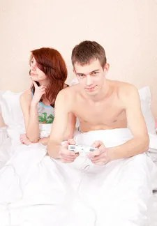 Man playing and ignoring wife © Yurmary | Dreamstime.com