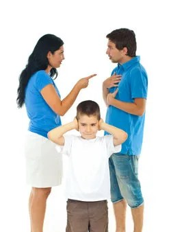 Parents fighting in front of son © Gabriel Blaj | Dreamstime.com