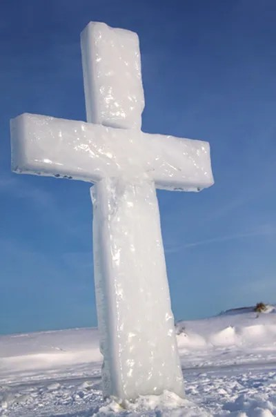 Icy cross © Ddcoral | Dreamstime.com