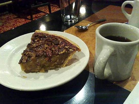 Pecan pie and coffee © believekevin | flickr.com