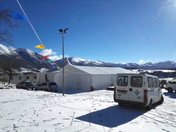 furgone e panorama con neve
