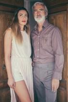 Massimo Gradini e Monica Bartolucci posano davanti alla porta di casa