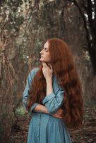 Giulia Beltrame posa con i lunghi capeli rossi fotografata da Giorgia Fanelli