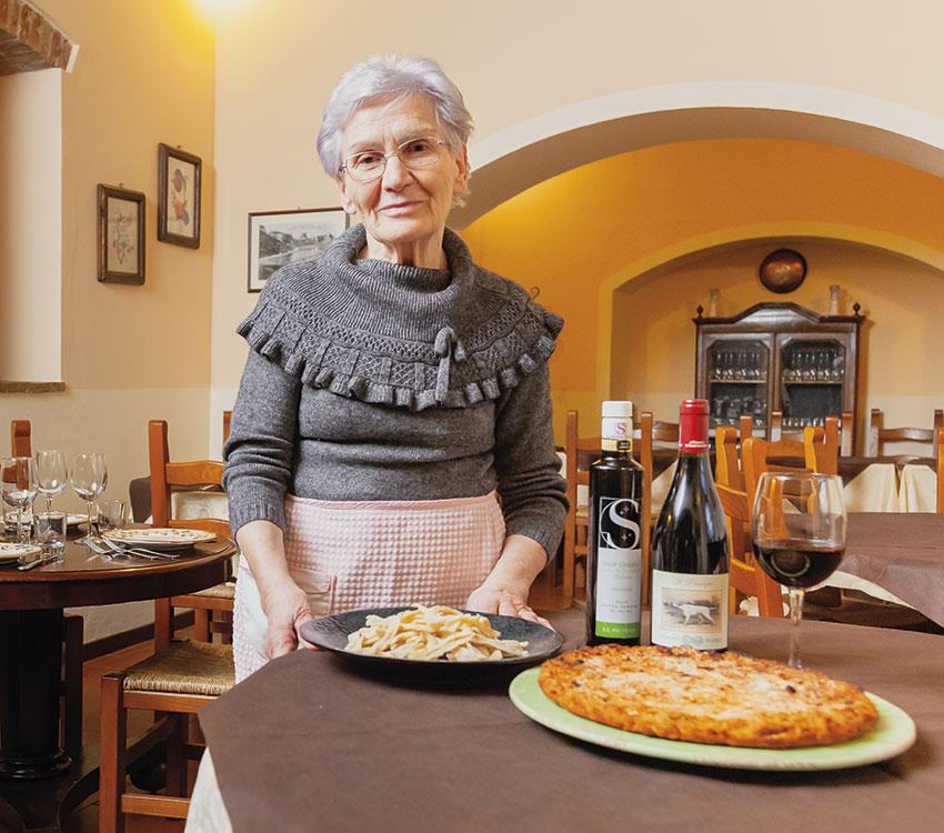 Agnese, la Ghighetta di Apecchio, fotografata nel suo ristorante La Dogana Vecchia