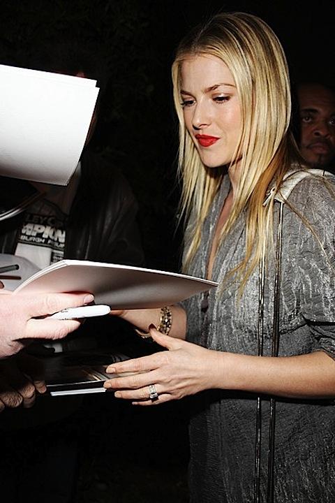 Ali Larter signing autographs