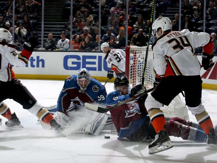 Francouz records first shutout in 1-0 Avalanche win