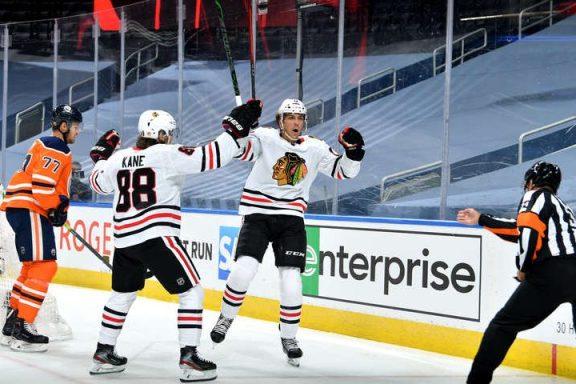 Hawks beat Oilers in Game 1
