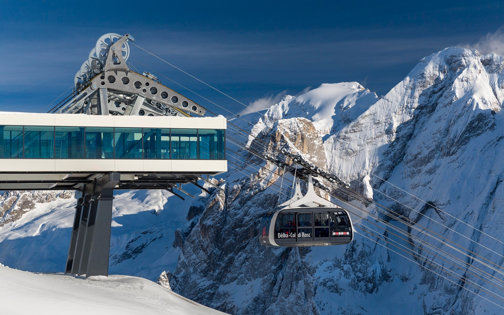 Val di Fassa offers very modern lifts to move you around in a quick way - Photo by Nicolò Miana