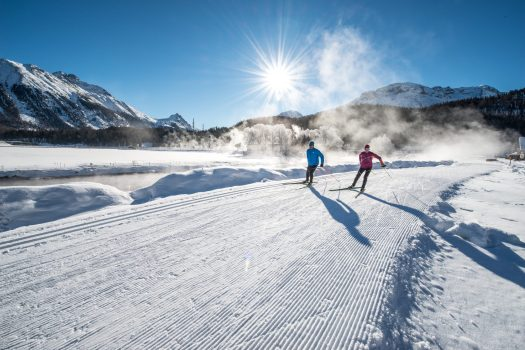 ENGADIN ST. MORITZ - Cross country skiers skating along the ski trail between Celerina and Samedan, with the Piz Albris (3166m) in the background. Copyright by: ENGADIN St. Moritz By-line: swiss-image.ch/Romano Salis