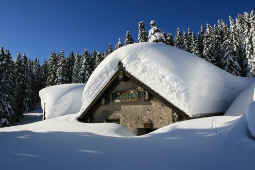Snowed cabin in Alpe Cimbra - Photo by: Azienda per il Turismo Folgaria Lavarone Lusérn