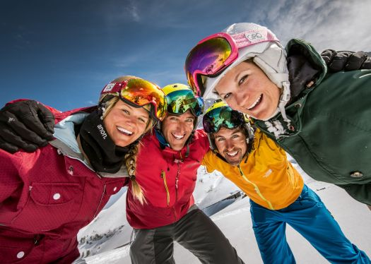 Top 4 Kleine Scheidegg - Friends having fun.