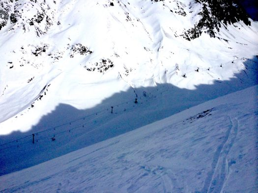 Avalanche over the Neptuno piste in Las Leñas. SLF's Swiss Long-Term Statistics of Avalanche Victims.