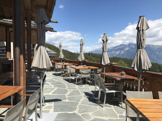 Le Mont Blanc terrace, overlooking from the Matterhorn to the Mont Blanc- a Michelin start and 17/20 Gault & Millau points restaurant. Photo:The-Ski-Guru.