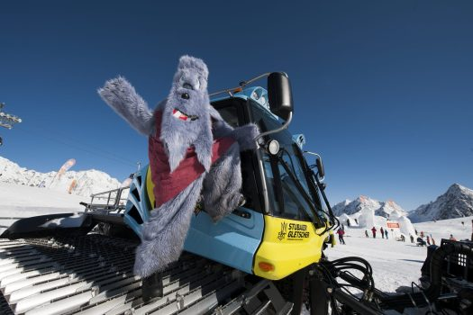 When the BIG Family Mascots are around every event turns into a happening! Photo: Stubaier Tirol Werbung. Why Stubaital is a great region for the entire family.