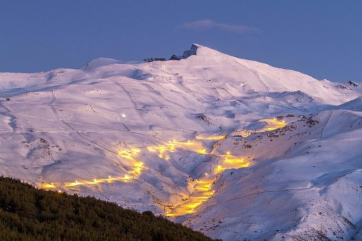 The Maribel and Rio trails illuminated at night. Photo: Archive Cetursa Sierra Nevada. The '12 hours Head NonStop ', the toughest test in skiing, arrives in the Sierra Nevada.