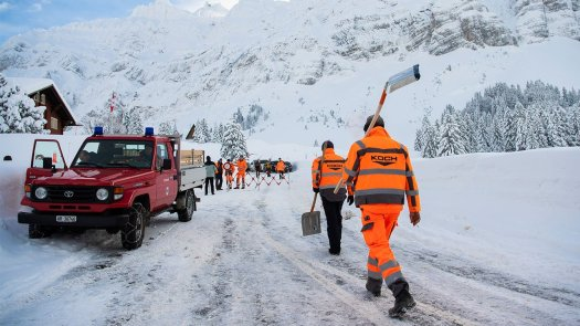 Avalanche crashes into hotel in eastern Switzerland. What is the real risk from avalanches?