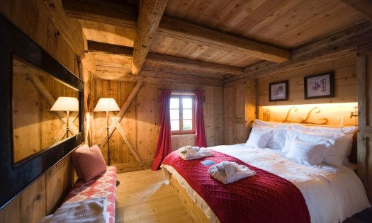 The last double room that is connected to a bathroom and to the bunk bedroom. Photo: The-Ski-Guru. Spot on White Deer – San Lorenzo Mountain Lodge.
