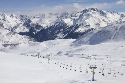 Formigal-Panticosa photo. Green light in Formigal for installation on a new chairlift.