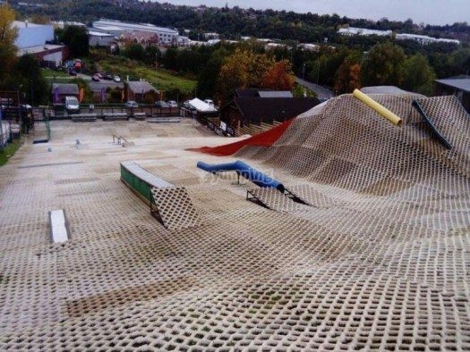 Stoke Ski Centre. A Quick Guide to Indoor Skiing & Dry Slopes In The UK.