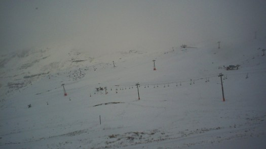 Valle Nevado picture on 14 June. Does the snow in the Northern Hemisphere correlates with the Southern Hemisphere?