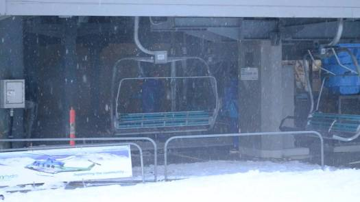 Threbdo gunbarrel express loading area. YouTube photo. Skier falls from chairlift in Threbdo after becoming dislodged due to strong winds.