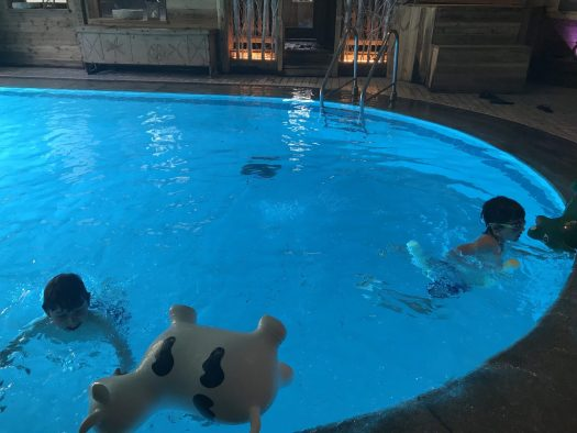 The boys in the inside-part of the swimming pool of the Gran Baita Hotel. Photo: The-Ski-Guru. Our summer in the mountains – one week in Courmayeur.
