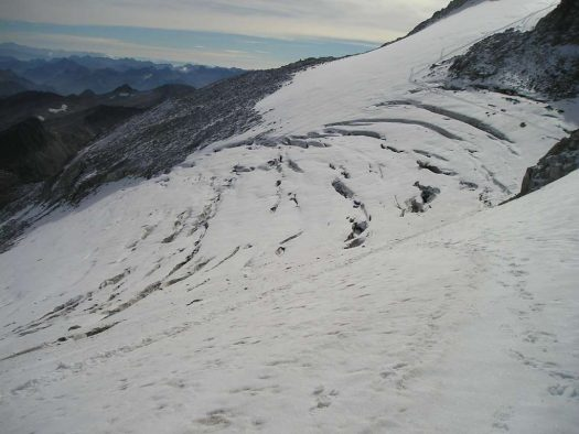 "Snow Cracks in the Central Zone of Chile: ""This is a situation that should not be overlooked"". Photo: Avalancha Sport."