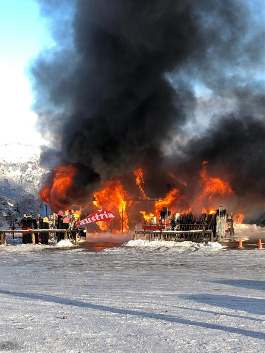 Fire of the rental shop Austria in the base of Chapelco, in San Martin de los Andes. Second fire at Chapelco Ski Resort within a couple of weeks.