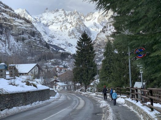 Walking from Dolone to Courmayeur. The scenery is amazing. Our Christmas holidays in the mountains with the kids and our dog! Courmayeur, Aosta.