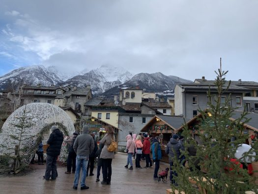 Mercatino di Natale in Aosta at the Foro Romano. Our Christmas holidays in the mountains with the kids and our dog! Courmayeur, Aosta.