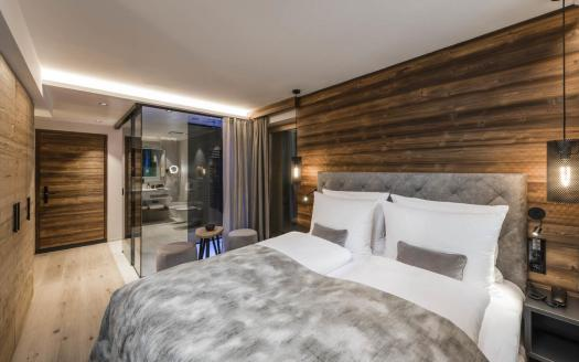 Another double room type at the Bad Moss in Sesto. Drei Zinnen will continue with its plan to install the Helmjet Sexten 10-seater cable car.