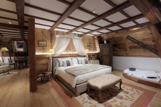 A room at the Grand Hôtel des Alpes. Book your stay at the Grand Hôtel des Alpes here. Aiguille du Midi vs Punta Helbronner – which one you should do?