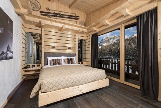 Room at the Albergo Chalet Lago Antorno. Book your stay at the Albergo Chalet Lago Antorno here. Cortina Dolomiti Ultra Trekking.