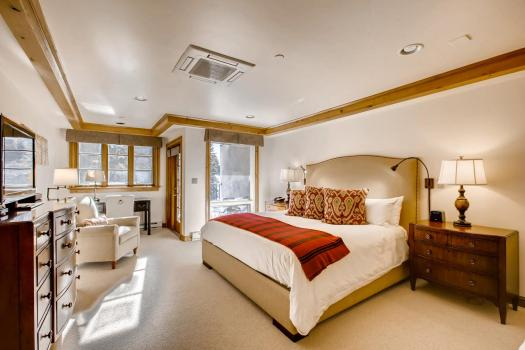 A room at the Vail Mountain Lodge. The Must-Read Guide to Vail. Book your stay at the Vail Mountain Lodge here.