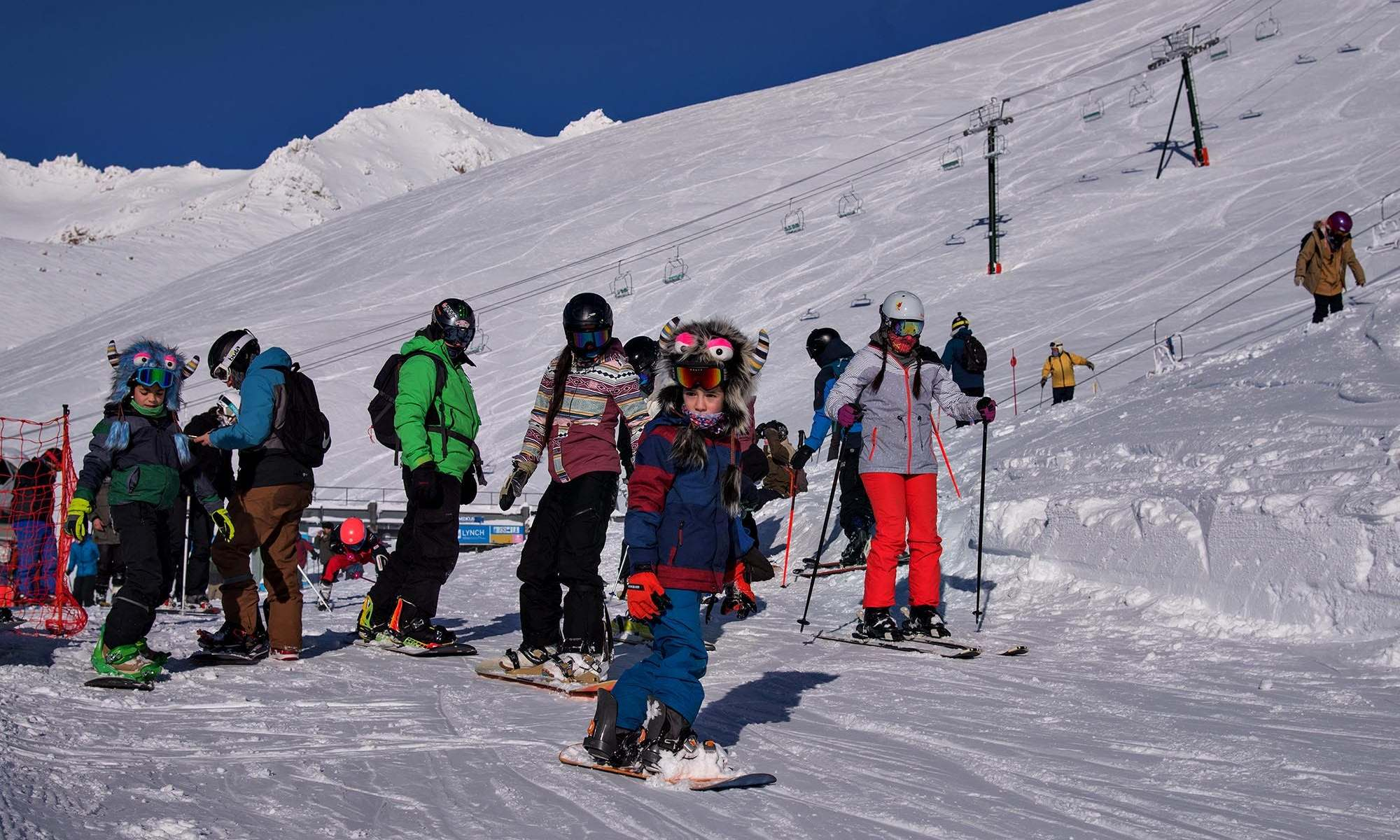 Catedral Alta Patagonia, the resort of Bariloche, has opened yesterday. Photo: Diario La Nación. Cerro Catedral has opened: skiing for locals with masks and record snow levels.