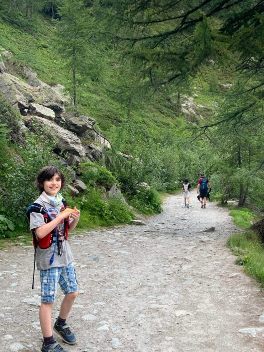 The path to Lago d'Arpy, sentiero 15. Family trek to Lago d' Arpy, Morgex, AO.