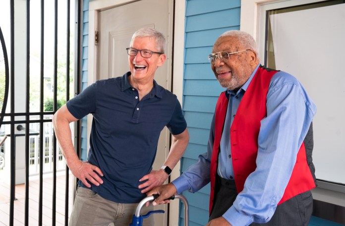 Apple CEO Tim Cook shared a photo of him with Ellis Marsalis Jr.