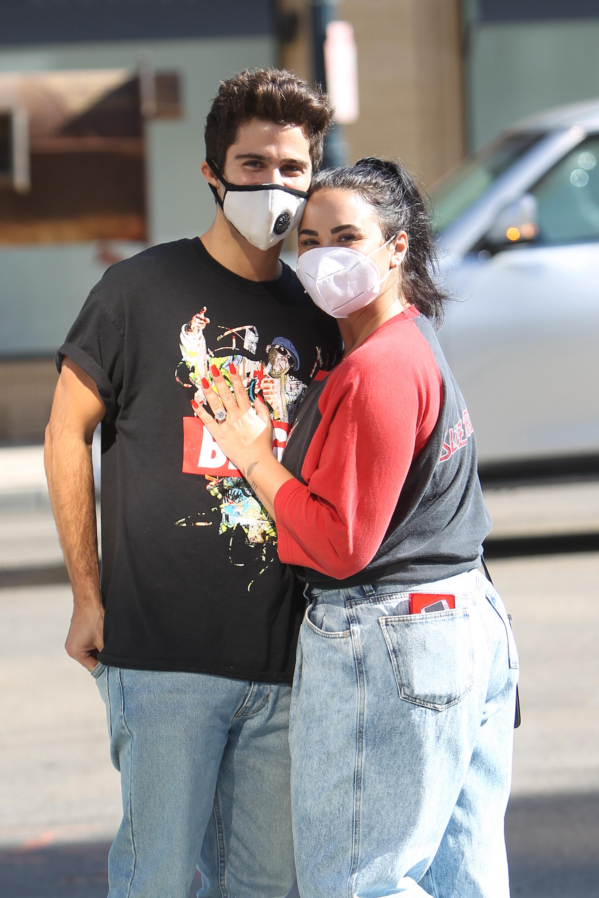เดมีและแม็กซ์ถูกกักบริเวณร่วมกันระหว่างการระบาดที่บ้านในแอลเอของเธอ
