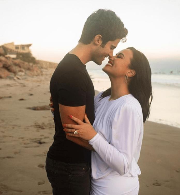 La ex pareja se comprometió después de solo dos meses de salir
