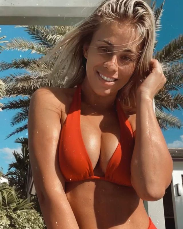 VanZant sent her followers wild with bikini selfie on Friday