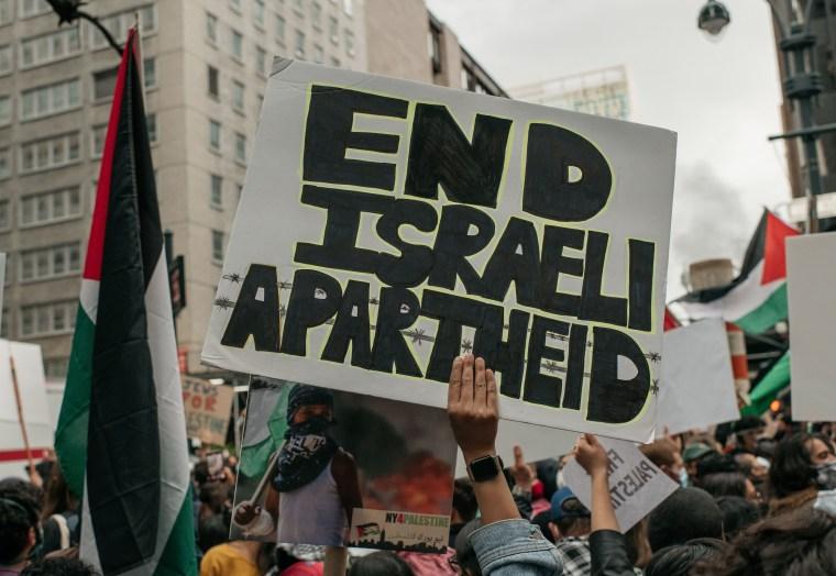 La protesta frente al consulado israelí duró varias horas.