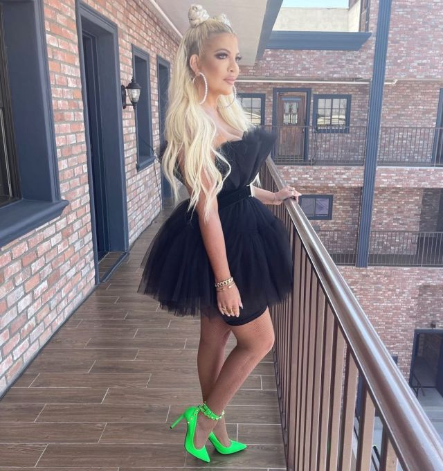 Tori even looked like Khloe when she rocked a puffy black dress and neon green pumps