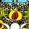 De granaatappel op de sluier achter de hogepriesteres